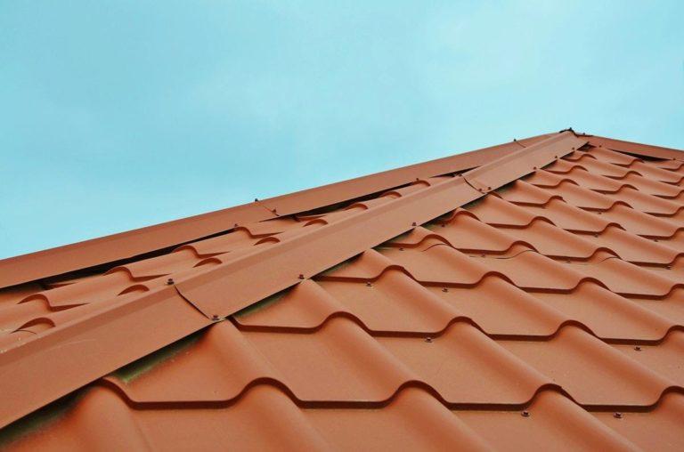 Jakie gwoździe wybrać do zamocowania papy na dachu